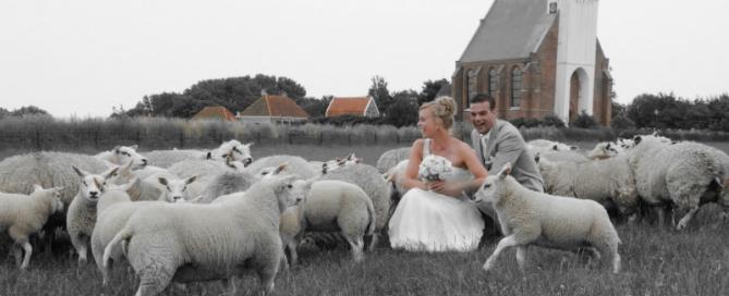 Foto Edo Kooijman - Jeroen en Chantal Kieft - In juni 2014 op Texel in het huwelijksbootje getreden _ kerkje van Den Hoorn