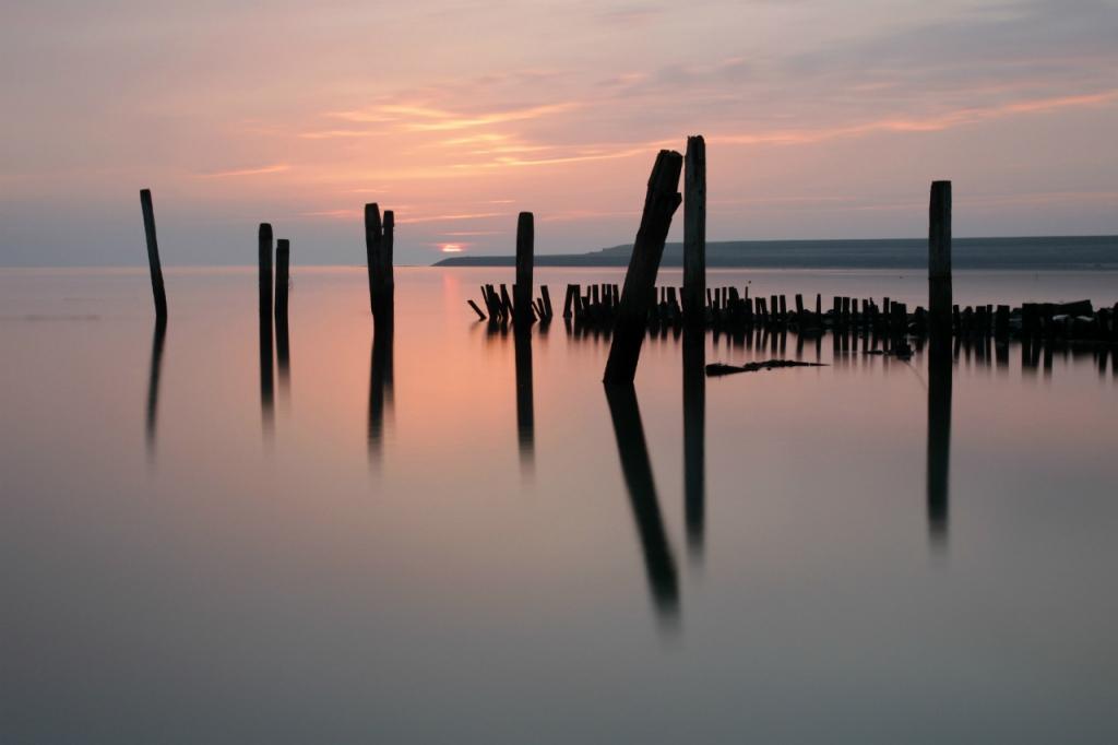 nr 1 - Fotowedstrijd Texel 2014 - Titel - Zonsopkomst boven het waddenstrand - Fotograaf - Antwan Janssen